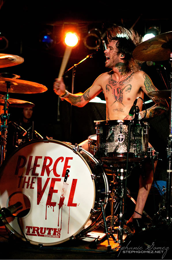 http://drummerszone.media/artists/2000/12862-05172012154534.jpg