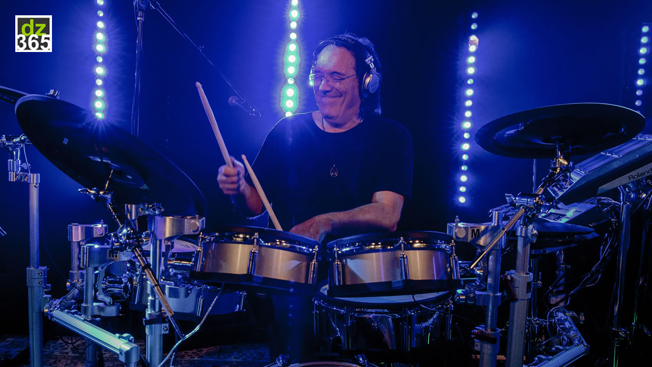 Watch how Vinnie Colaiuta joins the Roland family - The Legendary\'s new and #TotallyDrums Roland skills