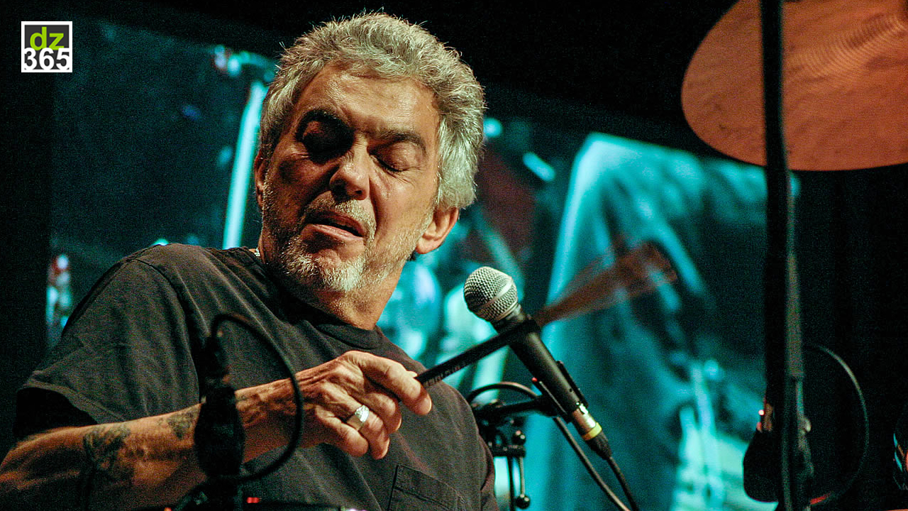 Watch Steve Gadd\'s drum solo with brushes - and singing!